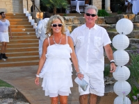 White_party_arrivals