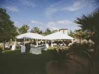 tenting_dining_on_the_lawn_rough_hollow_yacht_club_lakeway_austin_texas_pavilion_wedding