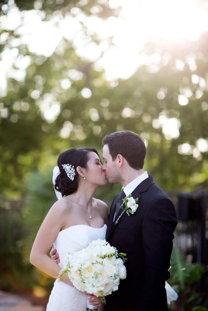 Wedding Bride Groom Kissing Kiss Love Rough Hollow